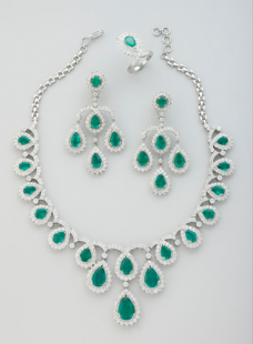 Necklace Set in Emeralds and Diamonds