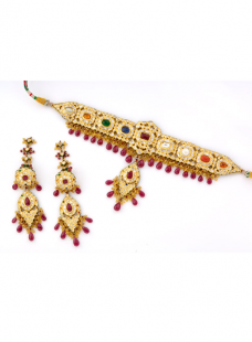 A Fine Piece of Art with all Precious Stones in one Set of Jadau Work.