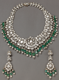 Necklace Set with Emerald Hanging